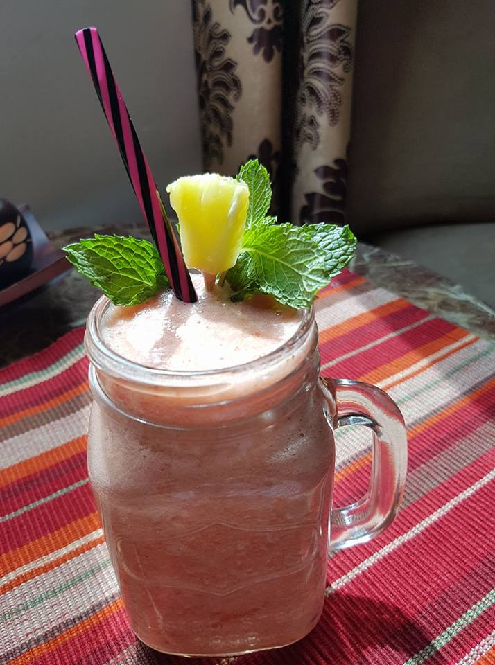 Rasoi_Recipes_Strawberry and Pineapple smoothie